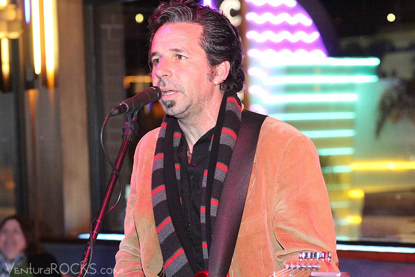 Luis Oliart